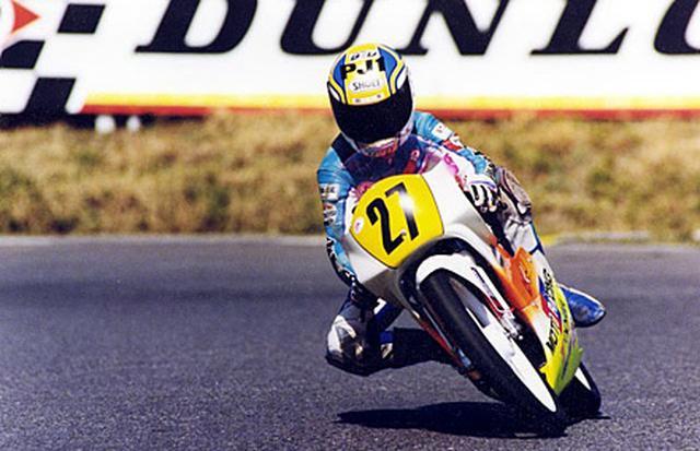 画像: 14歳のとき、ミニバイクレースを走る加藤大治郎。連戦連勝で、当時から飛び抜けた才能を披露していました。 www.honda.co.jp