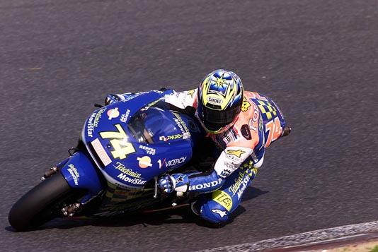 画像: 2001年日本GP(鈴鹿)をNSR250で走る加藤大治郎。前年2000年に続き、この年も鈴鹿で優勝! 自身4度目となる、世界GP日本ラウンドの鈴鹿制覇となりました。 www.honda.co.jp