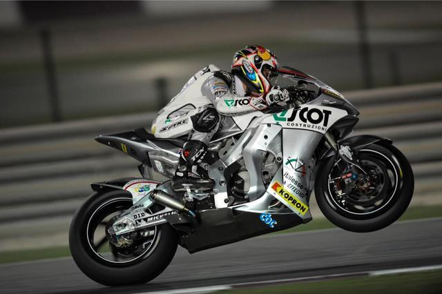 画像: 2005年、JiR チーム・スコットからMotoGPクラスに参戦したA.ドヴィツィオーゾ。この年はランキング5位を獲得しています。 andreadovizioso.com