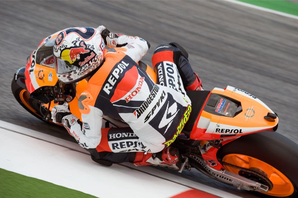 画像: 2009年、HRC契約ライダーとしてレプソル・ホンダのRCに乗るA.ドヴィツィオーゾ。1勝を記録し、ランキング6位となりました。 andreadovizioso.com