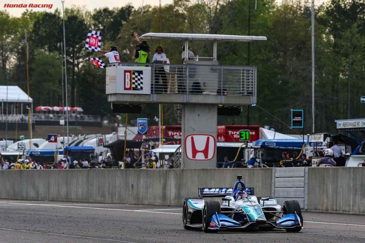 画像: 90周のレースで、74周をトップ走行した佐藤琢磨が見事優勝を飾りました! www.honda.co.jp