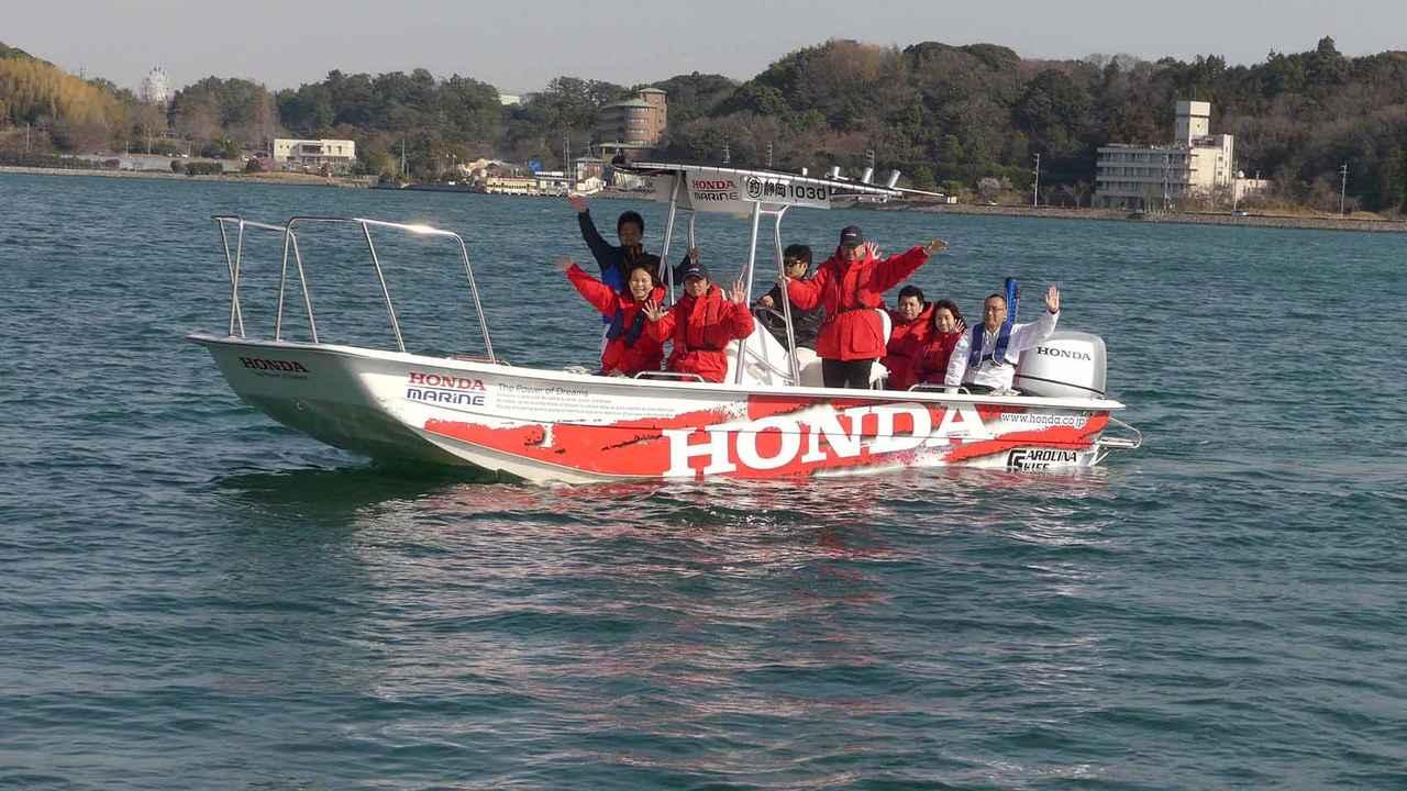 画像: ホンダの船外機を搭載するボートも試乗。浜名湖内を操船する貴重な体験もできた。