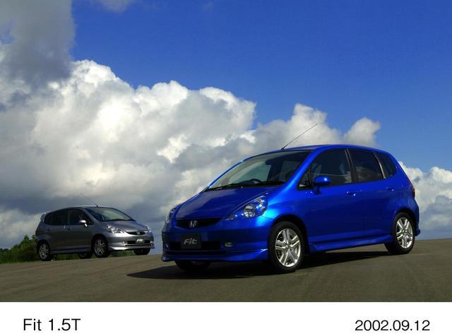 画像: 今に繋がるMM思想の大転換となったのが2001年に登場した初代フィットだった。