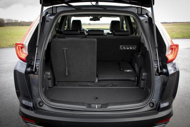 画像: CR-Vのラゲッジルーム容量は7人乗車時の150Lから最大1756Lまで拡大する。5名乗車時は561L。
