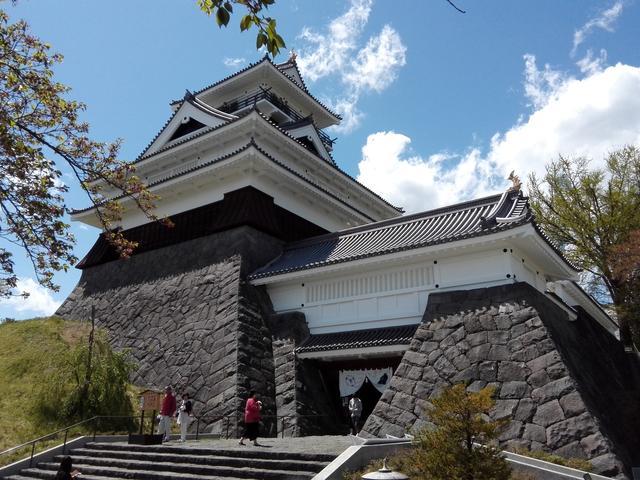画像: 上山城の模擬天守。鉄筋コンクリート仕立てで内部にはエレベーターも設置されています。それでもスタイルはなかなか美しい!