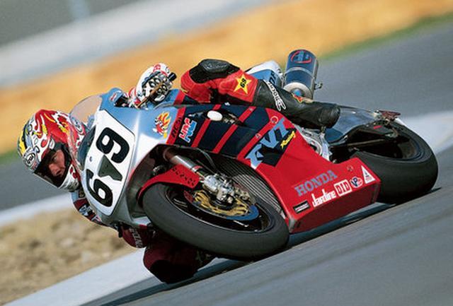 画像: ファクトリーマシンのホンダRC51を駆り、デイトナ200マイルを制覇したN.ヘイデン。 powersports.honda.com