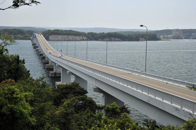 画像: 七尾市と能登島を結ぶ「能登島大橋」も、ちょっとユニークなデザイン。