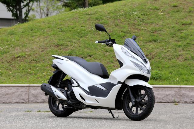 画像1: PCXは125ccスクーターの王様? 原付二種ならではの『コスパ&便利さ』だけのバイクじゃなかった!【ホンダオールすごろく/第28回 PCX】