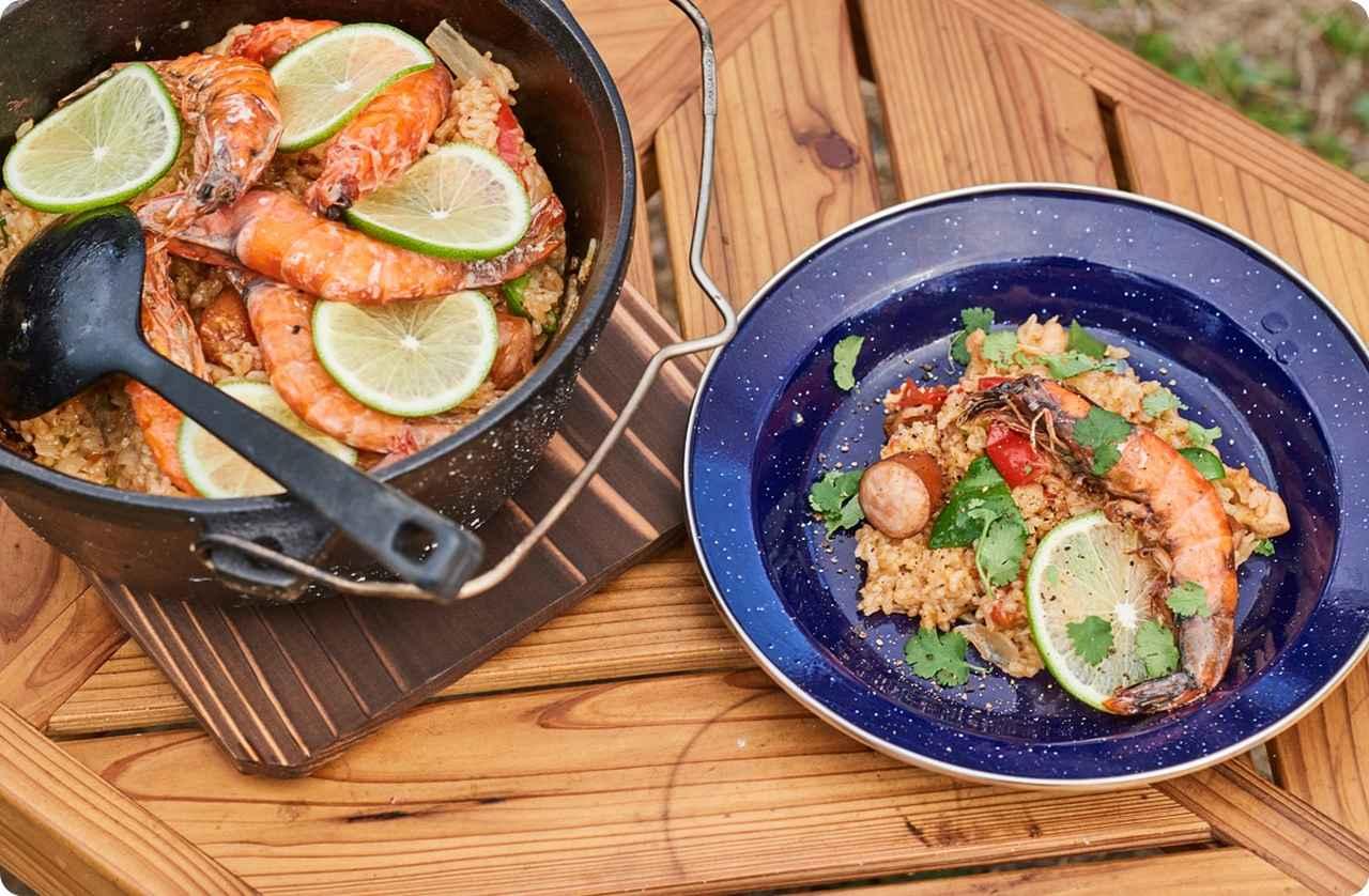 画像: ダッチオーブンで作る「エビジャンバラヤ」のレシピ - キャンプ料理レシピ | Hondaキャンプ