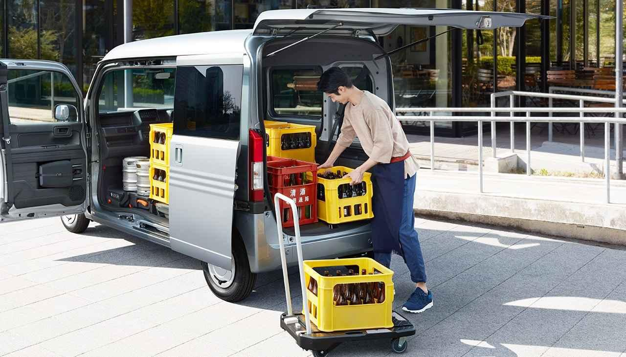 画像: 床は低く、天井は高く。すみずみまで使える大空間。 www.honda.co.jp