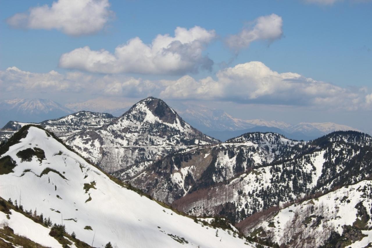 画像: 志賀草津高原ルート山並み www.photo-ac.com