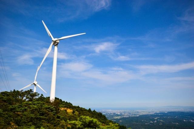 画像: 青山高原の風車 www.photo-ac.com