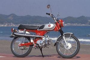 画像: バイクの形を正確に写したいなら望遠レンズ