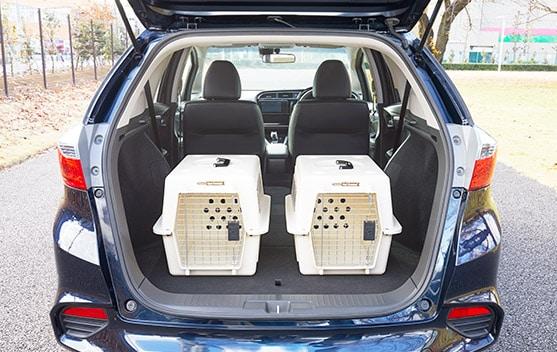 画像: 小型犬用のハードタイプキャリーを2台積んだ状態 www.honda.co.jp