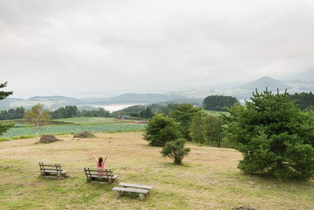 画像3: キャベツを堪能して到着した場所は、愛妻の丘!