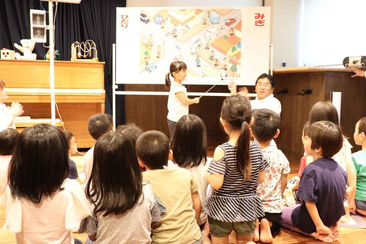 画像1: 子供たちに直接プレゼント! 交通安全教室も開かれました