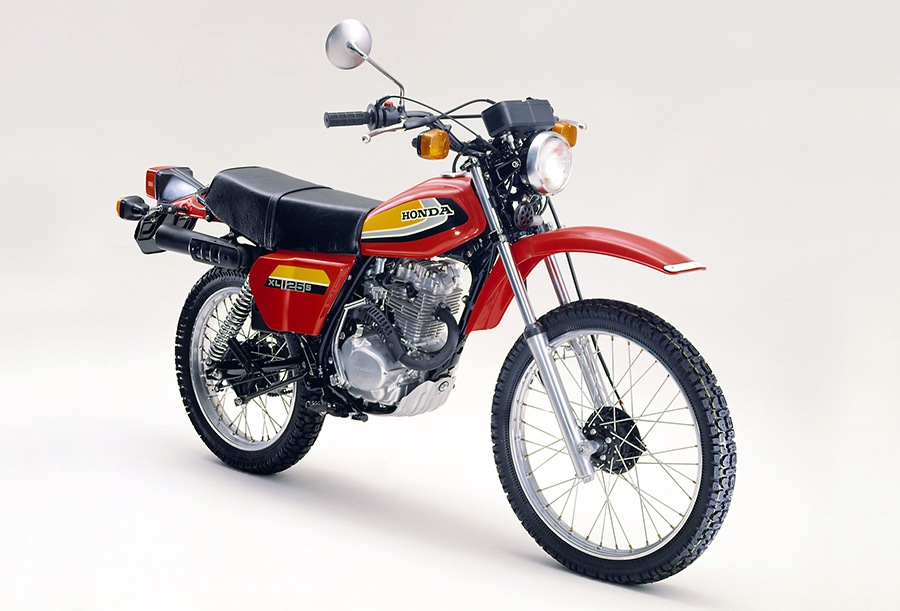 画像: ホンダXL125Sは、12馬力のエンジン、6速ミッション、特殊ブロックパターンのタイヤなどを装備した公道用デュアルパーパスとして開発されたマシンです。なお日本国内では、1978年10月13日に189,000円で販売されました。 www.honda.co.jp