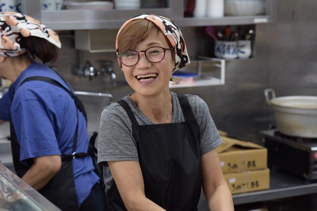 画像: 女将の右近由美子さん。とっても気さくで笑顔がステキです♡