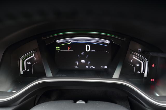 画像: 必要となる情報が的確に表示されるマルチインフォメーションディズプレイを全車に採用する。