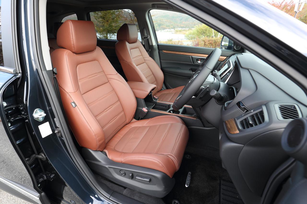 画像: ブラウンカラーのレザーシートは座り心地もよく高級感もある。