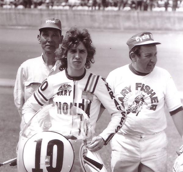 画像: 1971年、POP吉村はゲーリー・フィッシャー用のホンダCB750FOURレーサーに4-1集合管を与え、パフォーマンスアップに成功しました。アフターマーケットの世界でも、ヨシムラの集合管が大人気になったことは多くの知るところです。 www.motorcyclemuseum.org