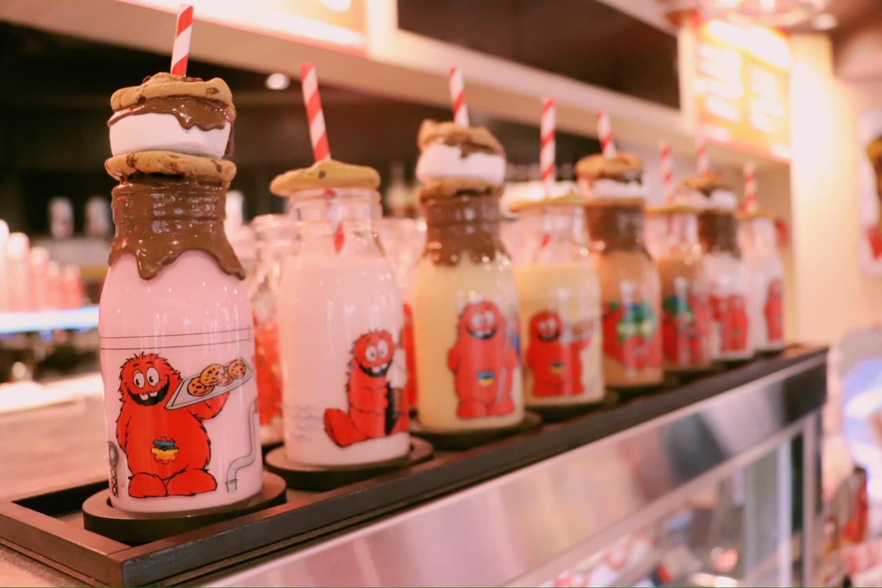 画像: 「クッキーミルクボトル」チョコやストリべリー味など色んなフレーバーが楽しめます! 私が飲んだチョコレート味のミルクボトルはとっても甘くて美味しかった〜(*´꒳`*)