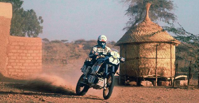 画像: 1986年パリ-ダカールラリーで優勝したシリル・ヌブーとホンダNXR750。この年から1989年大会まで、ホンダはパリ-ダカールラリー4連覇を達成し、ひとつの黄金時代を築きました。 www.honda.co.jp