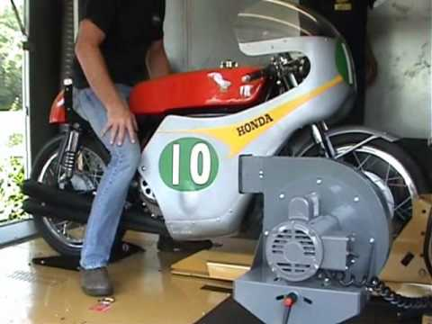 画像: Mike Hailwoods Honda 250cc 4cylinder.wmv youtu.be
