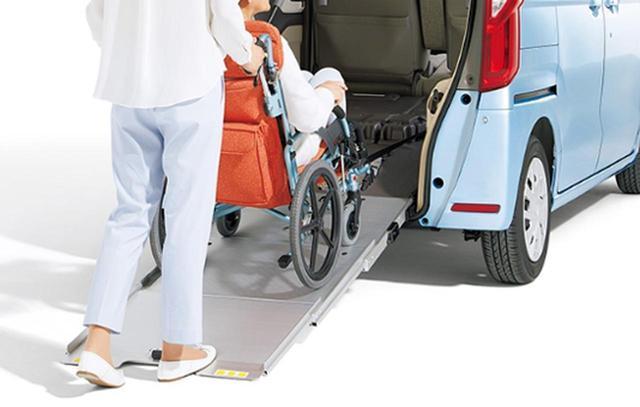 画像: 車いすのクルマ移動時に! www.honda.co.jp