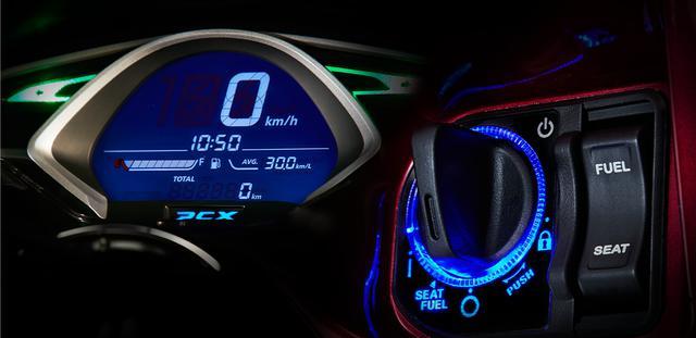 画像: デジタルメーターとイグニション。ブルーのライトもカッコいい…… www.honda.co.jp