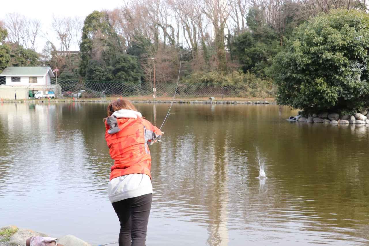 画像2: 街の真ん中で釣り⁉︎ 大都会のオアシスみーつけた!【声優・西田望見のA Little♡Rider @ディオ】