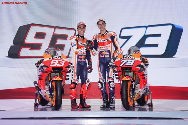 画像: Repsol Honda Teamでチームメイトになる兄のマルク選手(左)と弟のアレックス選手(右)のマルケス兄弟。2人合わせて10度世界王者に輝いた最強の兄弟は今年どんなレースを見せてくれるのか!? www.honda.co.jp