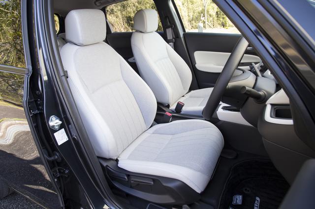 画像: フィット HOME(FF)・フロントシートは長時間のドライブでも疲れにくい設計