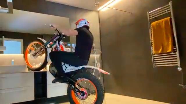 画像: え! 家のなかでトライアルバイクを走らせちゃうんですか !!?? www.youtube.com