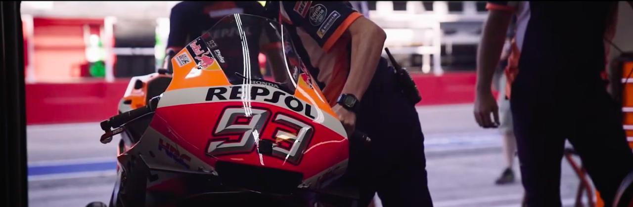画像: MotoGPクラスの「開幕」まで、チームスタッフは「やるべきこと」に励みます・・・。 www.youtube.com