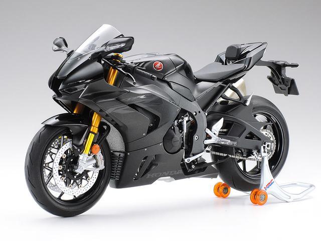 画像: 海外仕様で用意されている「マットパールモリオンブラック」に仕上げることも可能! CBRファンは、組み立て用x2、保存用x1と、3個買いしないといけませんね? www.tamiya.com