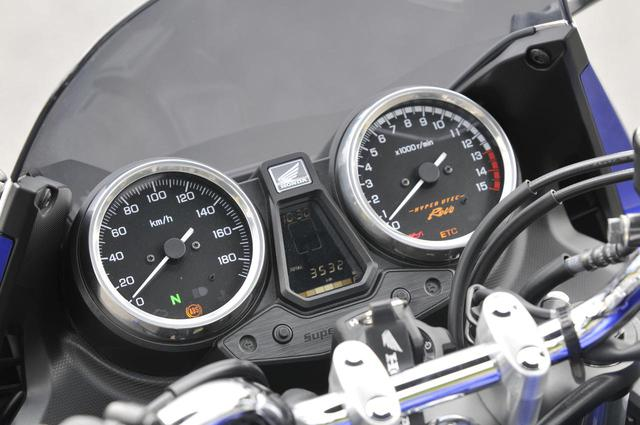 画像2: 400ccの排気量がもたらす余裕