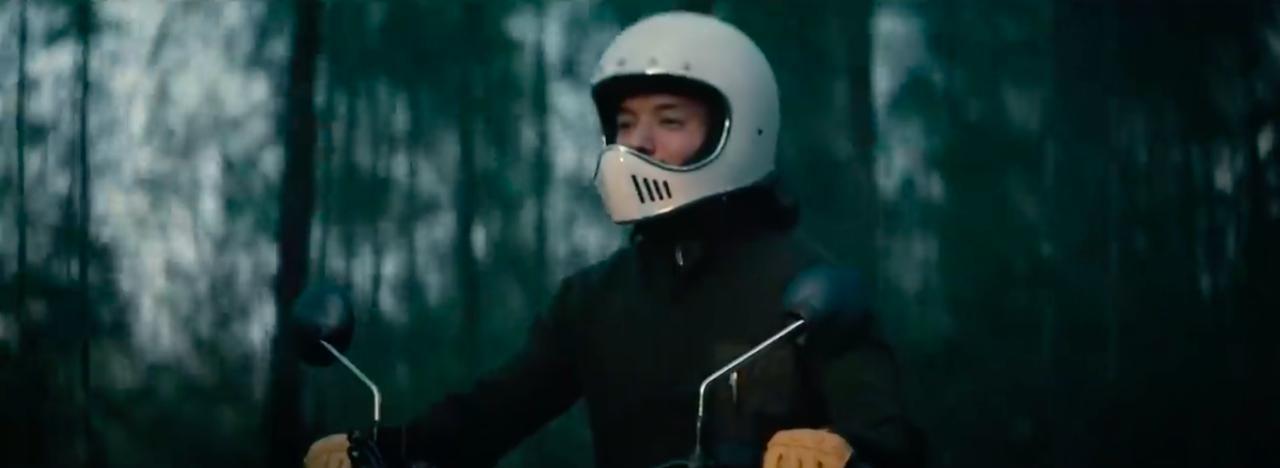 """画像: 着用しているヘルメットが、いにしえのBELL MOTO3っぽいデザインなのが""""若者""""っぽいですね。 www.youtube.com"""