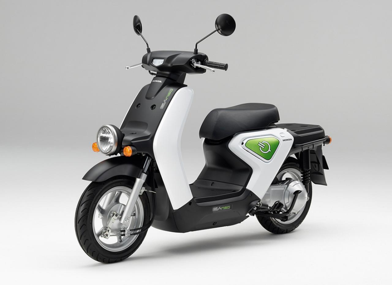画像: 2010年にリース販売されたEV-neo。4輪のインサイトの技術などを応用した自社製ブラシレスモーターと、専用冷却ファンを備える新開発リチウムイオン電池を採用していました。ブレーキシステムは、前後連動のコンビブレーキを備えています。 www.honda.co.jp