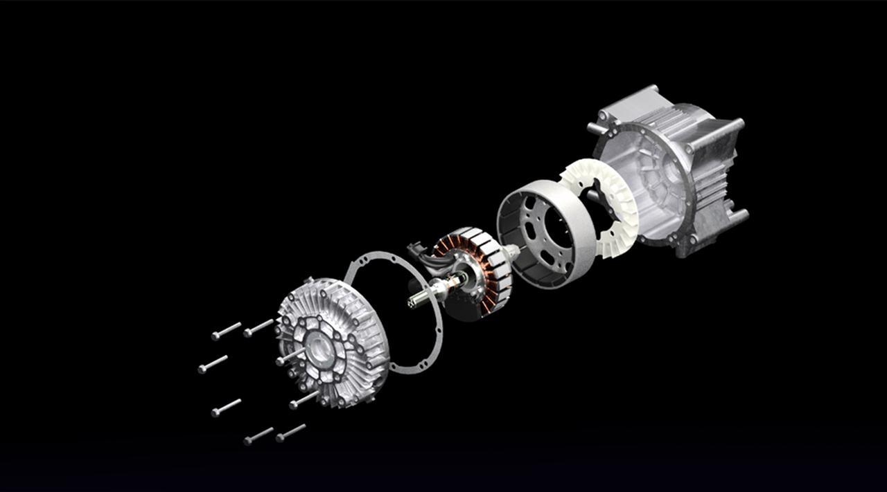 画像: 三相ブラシレスDCモーターの定格出力1.6kW/3,600rpm、最大出力1.8kW/3,600rpmです。ホンダの長年にわたる発電機開発で培った巻線技術が活用されており、密閉構造を採用した高剛性モーターのため、建機用途にも耐えうる耐振動性と耐塵性を備えています。 www.honda.co.jp