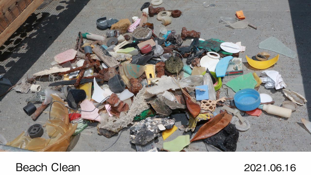 画像: プラスチック系のゴミ