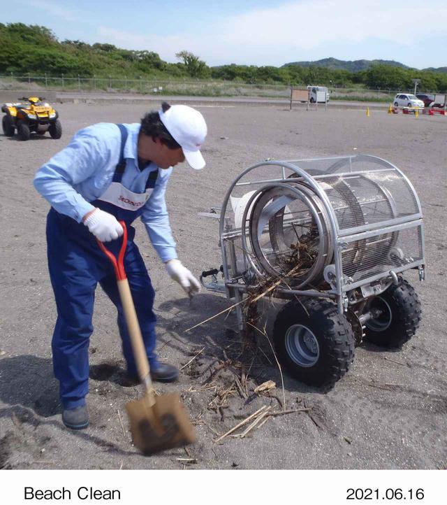画像: 回転式スクリーン(通称「ぐるぐる」):砂とゴミを分けるふるいの役目