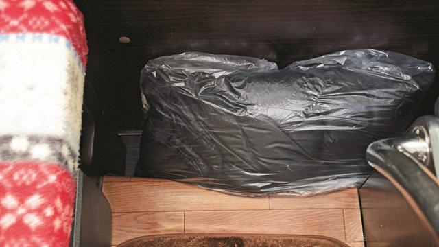 画像: TIPS 3 アウターを袋に入れる