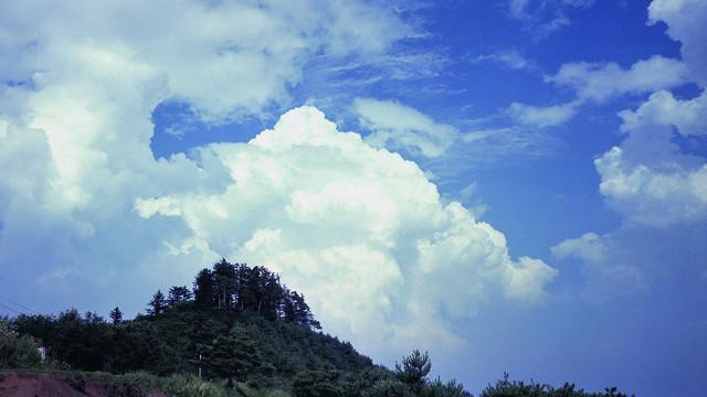 画像: 積雲の変化を欠かさずチェック! 積乱雲を見かけたら避難を!