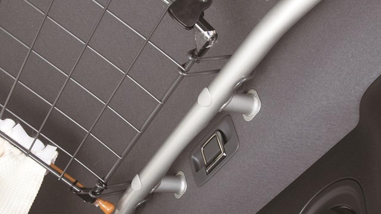 画像2: 天井高を生かしたルーフ収納