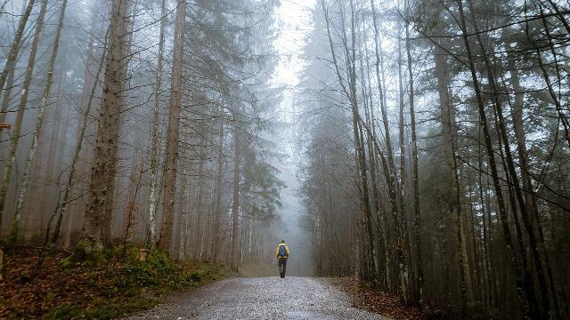 画像: ・標高が高いコースに行くときは、雨具は必須!