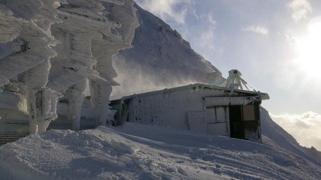 画像: 12 赤岳天望荘(年末年始営業) その名のとおり赤岳の展望が美しい