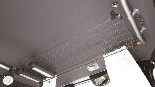 画像1: 天井高を生かしたルーフ収納