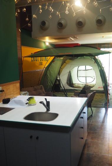 画像2: これが噂の室内テント泊ホテル