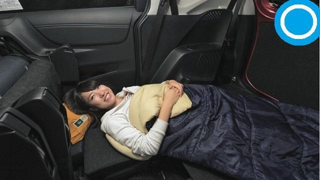 画像: ①できるだけ足を上げて心臓と同じ高さにして寝る。体勢も適宜変更!
